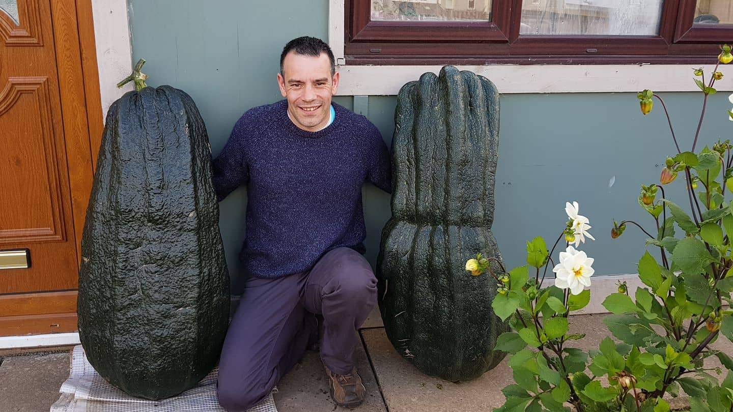 Picture of Tony O'Neill and 2 giant marrows